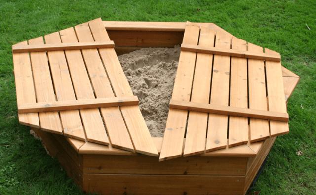 Песочница с крышкой шестиугольная